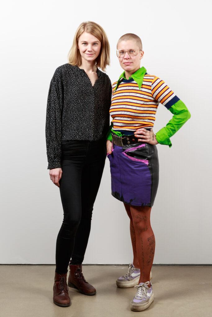 Liva Isakson Lundin och Linnéa Sjöberg är Maria Bonnier Dahlins stiftelses stipendiater 2018. Foto: Christian Habetzeder.