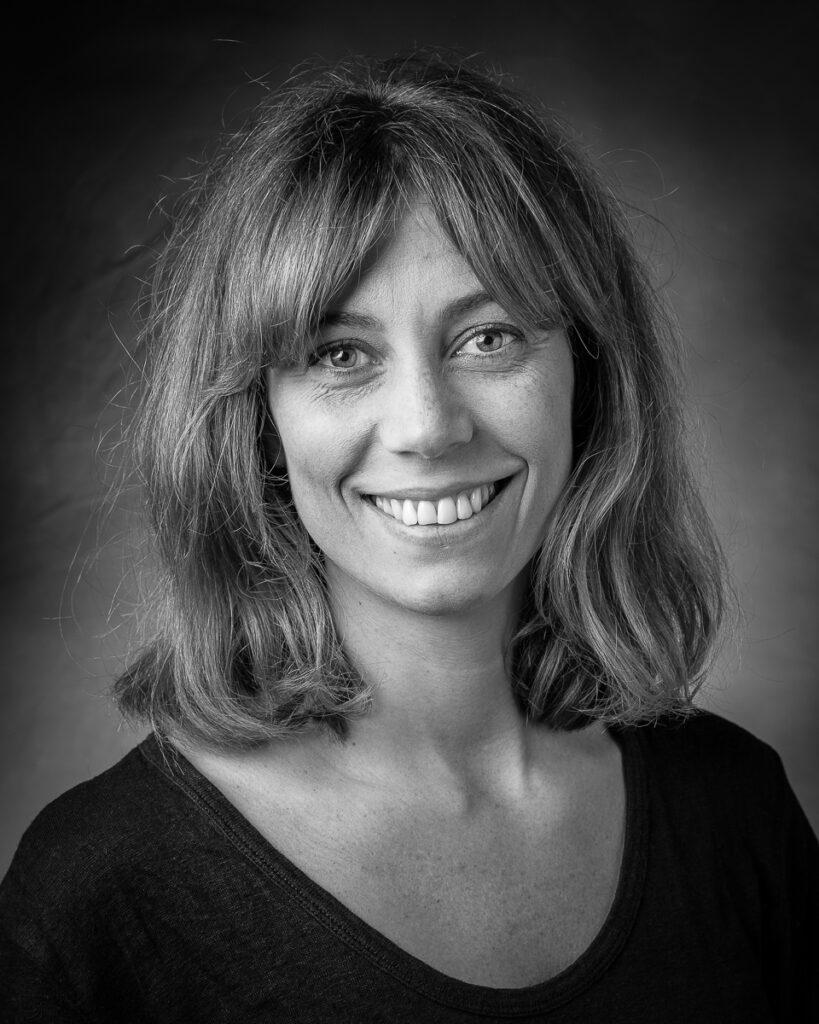 Lena Jernström, medlem i LOD Metallformgivning. Hon formger och tillverkar smycken och föremål i metall.