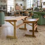 Skolbänk med fällbar arbetsyta, design av Joachim Mundszinger och tillverkning av Form & Funktion. Foto: Christian Habetzeder.