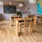 Skolsal på Mikaelgården i Järna, design och tillverkning av möbler av Joachim Mundszinger, Form & Funktion. Foto: Christian Habetzeder.