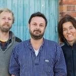 Tobias Ed, Joachim Mundszinger och Frida Chrislan har startat skolmöbeltillverkning under namnet Form & Funktion. Foto: Christian Habetzeder.