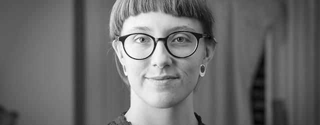 Porträtt av bokbindare Hannah Morrissey.