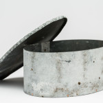 Verk av Fredrik Ingemansson som visas på LOD Metallformgivning. Foto: Christian Habetzeder.