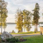 Vy över byggnader vid Bommersvik konferensanläggning. Foto: Christian Habetzeder.