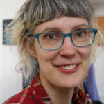 Annika Sunding, yrkesverksam konstnär och erfaren lärare som brinner för konsten vid Måleri och Skulptur - Konstutbildningen på Vårdinge by folkhögskola. Foto: Christian Habetzeder.
